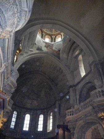 Cathédrale Notre-Dame-des-Doms : Looking up