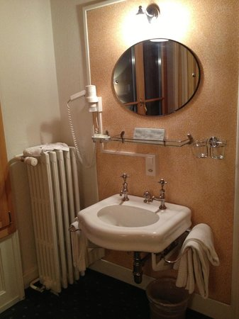 Hotel Staubbach: sink in the room