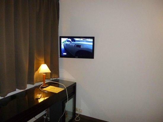 Hotel Lille Europe : petite tv