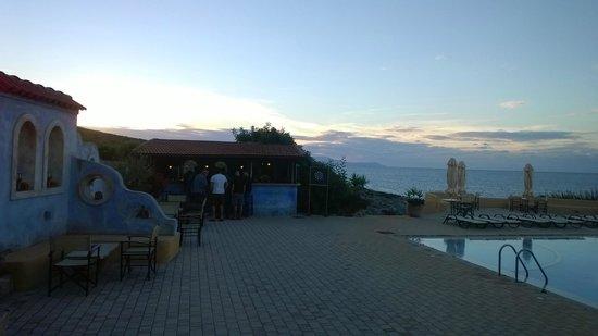 Giorgi's Blue Apartments: Poolbar