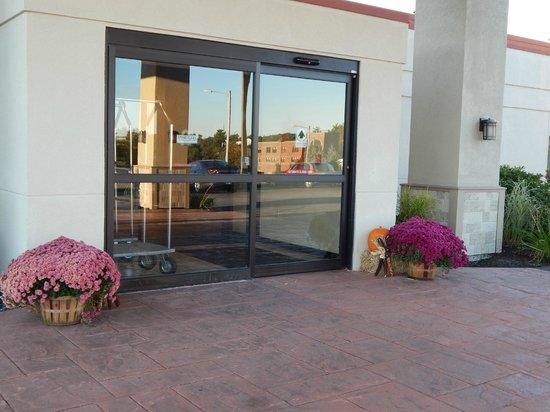 Best Western Plus Augusta Civic Center Inn: Autumn is in the air