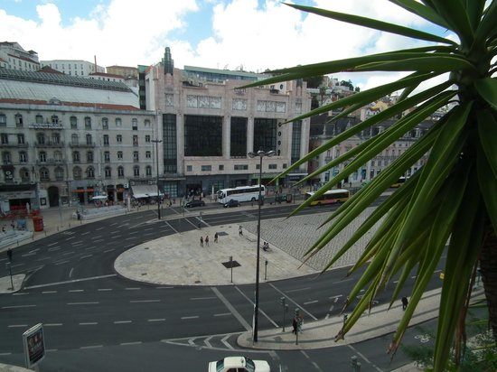 The Imperial Guesthouse : View over Restauradores Square (aerobus stop on far side)