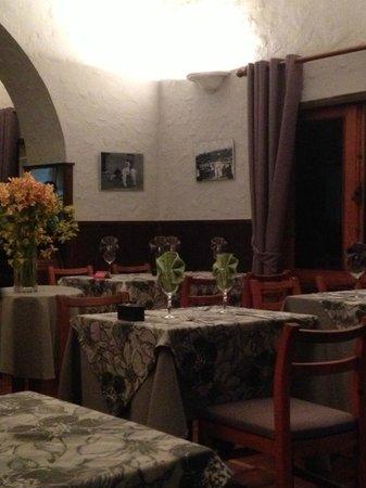 Chez Sucett's: seating