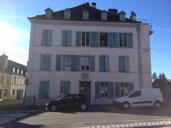 Onigourmand : La maison et le chef à la fenêtre.