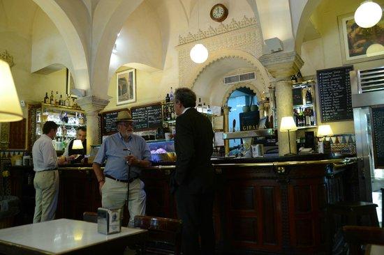 Cerveceria Giralda : Bar Giralda..Enjoy good food & the local flair!