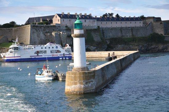 La Table de La Désirade : le port: Palais
