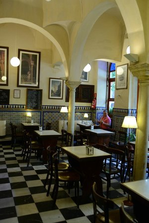 Cerveceria Giralda : Bar Giralda...wonderful interior and great breakfast