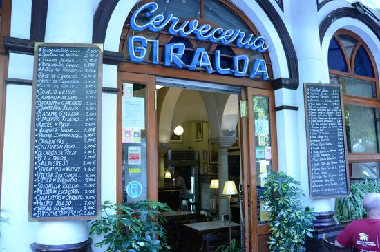 Cerveceria Giralda : Bar Giralda...loved the location and the food!