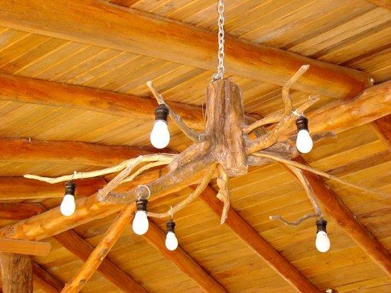 La Aldea de la Selva Lodge: TECHO DEL QUINCHO, LUMINARIAS