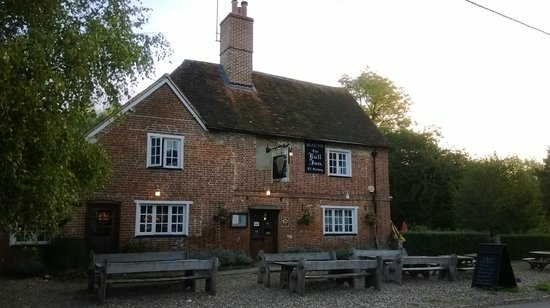 The Bull Inn, Stanford Dingley: View from the road