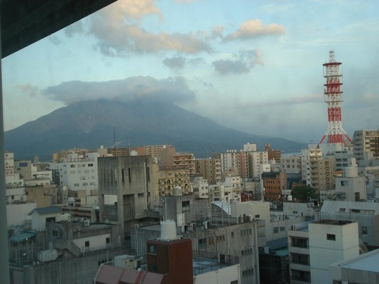 Sun Days Inn Kagoshima: View of Sakurajima from hotel room