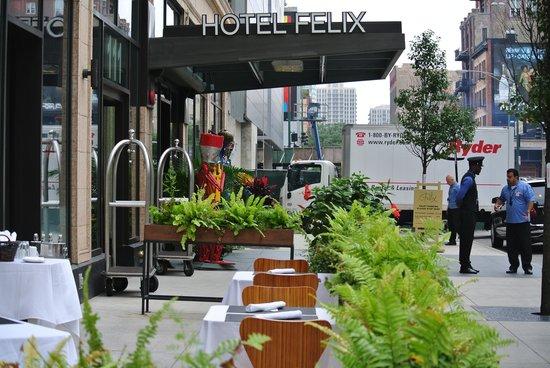 Hotel Felix : Hotel & Bistro Entrance