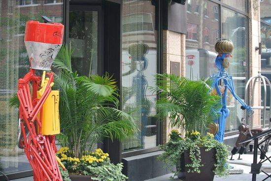 Hotel Felix : Wellcoming Sculptures