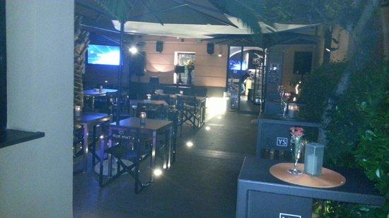 Yacht Style Bar Restaurant : Questo e solo l'ingresso
