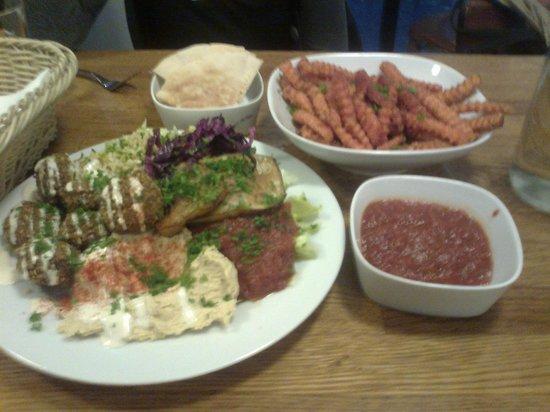 Fafa's: The Falafel and Hummus Salad