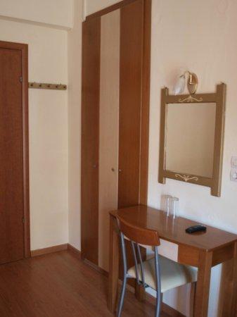 Hotel Efstratios: Inside room
