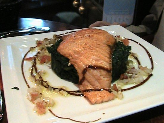 Le Madeleine 7 : Salmon on Spinach Cake