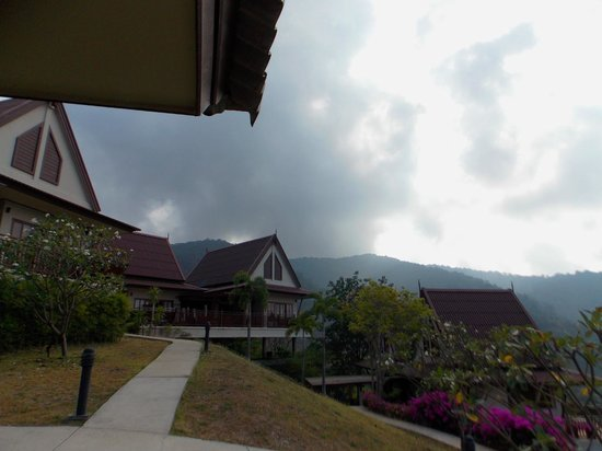Baan KanTiang See Villa Resort (2 bedroom villas) : Facing pink villa from our patio.