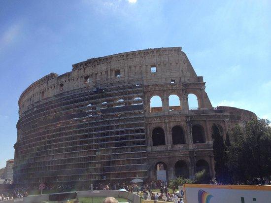 Dearoma Tours: A beleza e a imponência do Coliseu