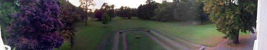 Le Pavillon St Martin : Parkland gardens