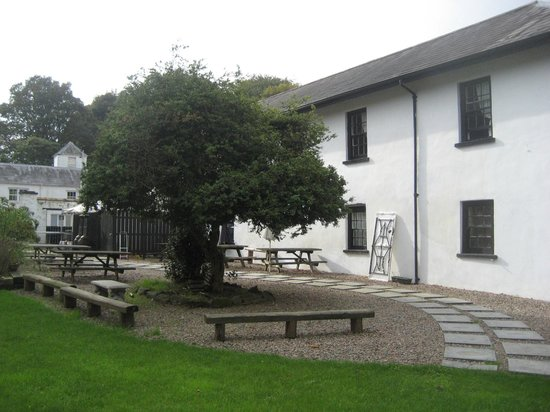 The Tap Room at Hilden Brewery: Courtyard