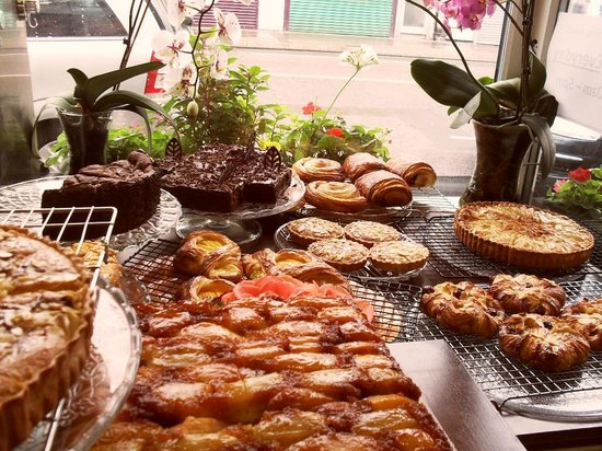 Casa de Castro: A Large Selection of Homemade Cakes - Made at the back on the day by the Franco-Brazilian Couple