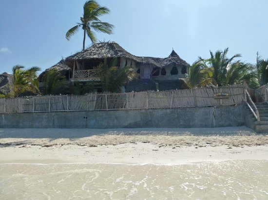 Mamamapambo Boutique Hotel : View of hotel from beach
