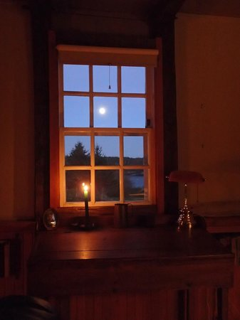 Inn at Whale Cove Cottages: Full Harvest Moon from the Coopershop