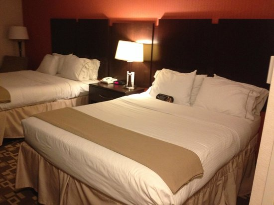 Holiday Inn Express Wilkes Barre East : Bed
