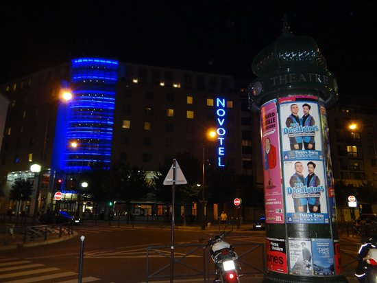 Novotel Paris Centre Gare Montparnasse: Nuit Bleu (After Nuit Blanche weekend!)