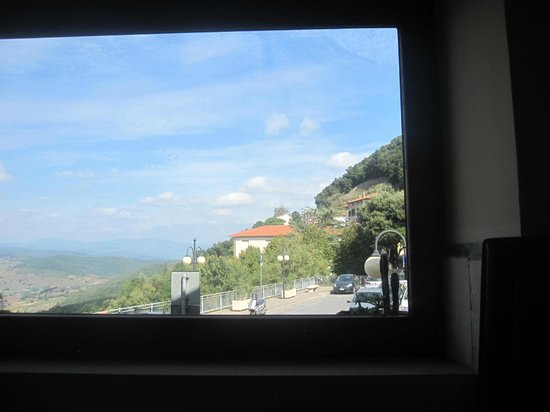 Osteria Il Fanta : a view from a restaurant window