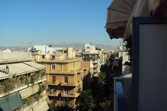 Katerina Hotel: The view over the city and the faraway mountains from our balcony
