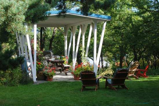 Angela's B&B and Guest House: B&B gazebo and BBQ