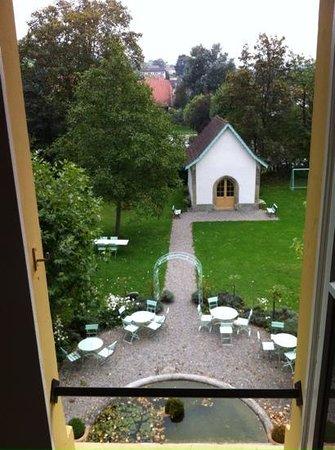 Schloss Ueberstorf : vu du deuxième étage sur l'entrée et une partie du parc