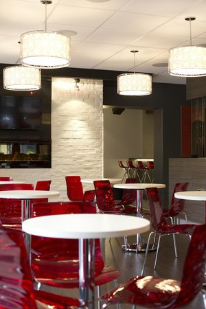 Cafe In: Foyer séparant les sections