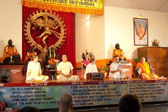 Sivananda Yoga Vedanta Dhanwantari Ashram: Saturday night!