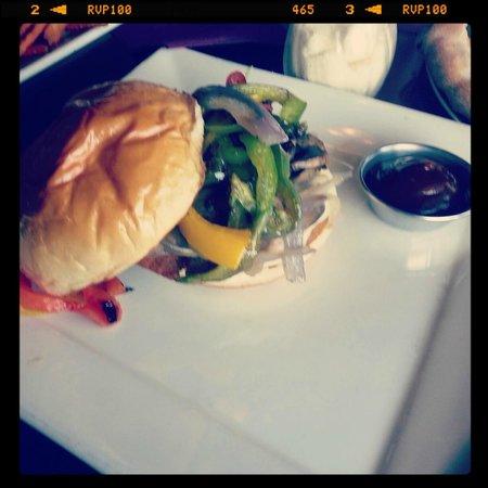 Grind Burger Bar & Lounge: Grilled Burger
