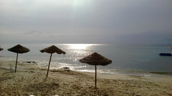 Khayam Garden Beach Resort and Spa : Morgenstimmung am Strand vor dem Hotel