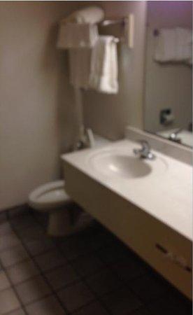 Comfort Suites: bathroom, stark and unappealing