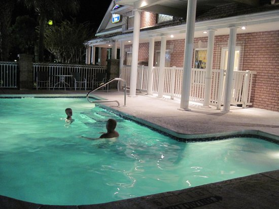 BEST WESTERN PLUS Kingsland: Swimming pool area
