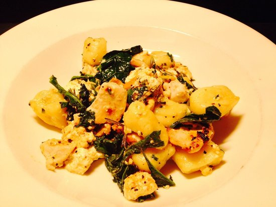 St Mounts Boutique Hotel & Trattoria: Baked ricotta, chicken, lemon & spinach gnocchi yum!