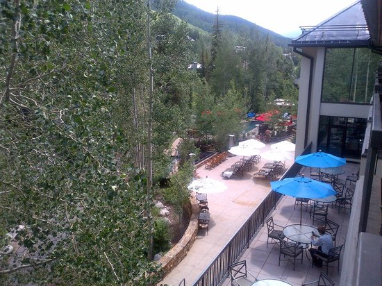 Hotel Talisa, Vail : View of mountains and pool area