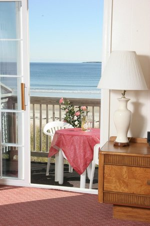 Alouette Beach Resort: Beachfront balcony room