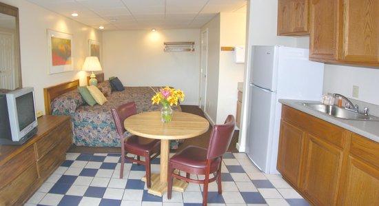 Alouette Beach Resort: Building A, First Floor w/ Kitchenette