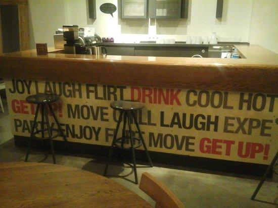 Cordial House Hotel: Bar