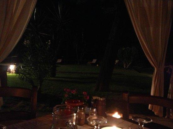 Casale Antonietta: Ristorante all'aperto con un'atmosfera molto piacevole