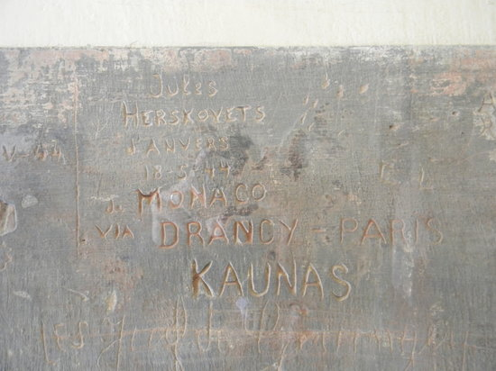 Neuntes Fort (Devintas Fortas): Cities and dates carved in the wall