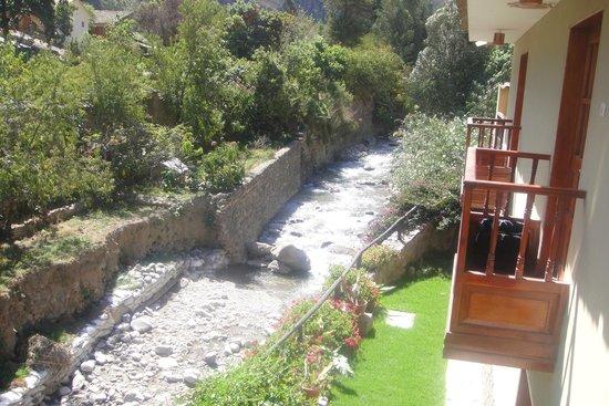 Hotel Sol: Sacada do hotel onde corre um rio de aguas cristalinas