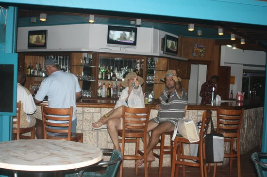 The Mill Resort & Suites Aruba: bar da piscina