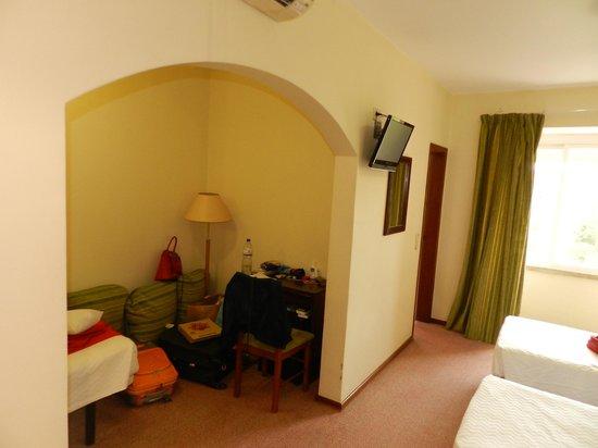 Residencial Lar do Areeiro: 3a cama em area anexa
